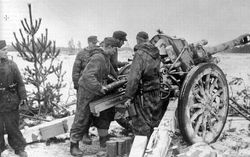 Cold Artillerymen 10.5 cm Howitzer: