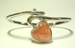 09-00123a Strawberry Quartz Heart Sterling Circlet Bracelet