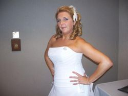 Kelly at a bridal show as a model