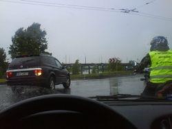 lietus motociklistam nav skerslis