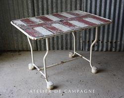 #24/190 French Table Red and White