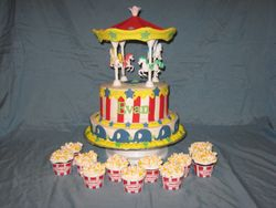 Carousel Cake with Cupcakes