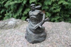 Tarybine metaline statulele. Kaina 37 Eur.