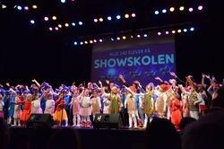 240 showskole-elever