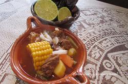 Fleisch Suppe mit mexikanische Chilli