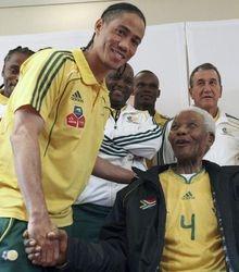 Mandela with Zambia Players