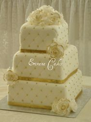 White and Gold Wedding Cake (W011)