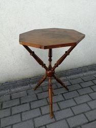 Antikvarinis trikojis staliukas. Kaina 87