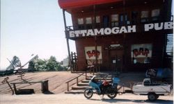 Tom's K75RT & Camper Trailer at the Ettamooga Pub Tabletop NSW on the way to 1996 AGM Hobart - Feb 1996