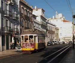An unidentifeid Remodelado tram on Rua da Junqueira