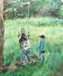 Børn der gynger sammen i skoven