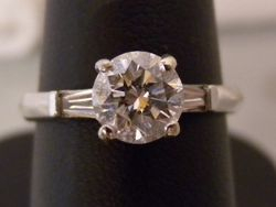 18ct/platinum solitaire with baguette shoulders