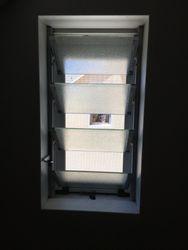 Moustiquaire enroulable verticale sur naco