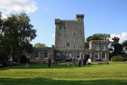 Knappogue Castle near Ennis (medieval banquet)