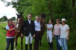 Gruppenbild mit Pferden
