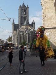 """Poledancing"" near Sint Niklaaskerk!"