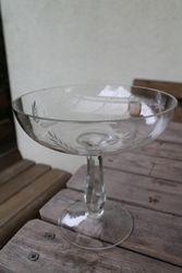 Antikvarine saldainine. Kaina 13