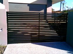 HORIZONTAL SLAT SIDING GATE