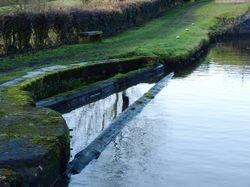 Weir barrier