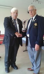 Harvey Fruish presenting Div. Four Cup to West Haddon.