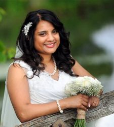 Shoba chose a hollywood curled hairstyle for her wedding day