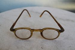 Senoviniai akiniai bakelitiniu remeliu. Kaina 21
