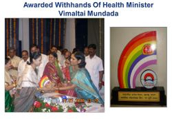 Award with the hands of Health Minister Vimaltai Mundda