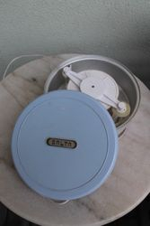 Elektrinis ledu gaminimo aparatas. Kaina 11 Eur.