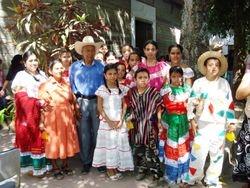 Familia en la Fiesta de la Cosecha