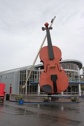 Large fiddle in Sydney