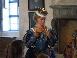 Queen giving children's tour