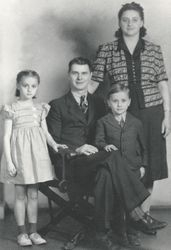Thomas and Esther (Norris) Gill Family
