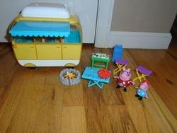 Peppa Pig Family Campervan Large Vehicle - $15
