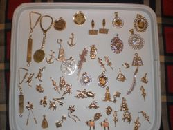 18K MIX DESIGNS INCLUDING KEY CHAIN