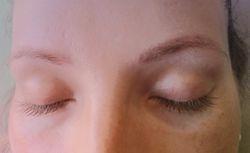 Augenbrauen-und Wimpernfärben vor