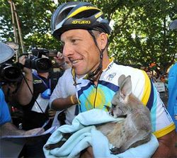 Lance Armstrongn, the protector (tour down under 2009)