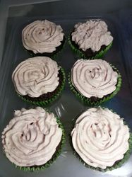 Valentines day inspiration: dark chocolate cupcakes with dreamy strawberry frosting