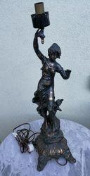 Antikvarine metaline statula lempa. Kaina 83