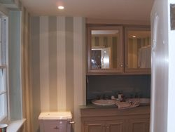 Stripy wallpaper in a bathroom