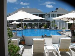 Muri Beach Club Hotel coin piscine et restaurant