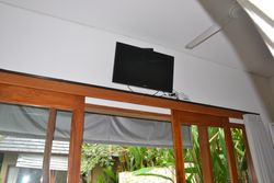 Flat screen TV with 360 international cable TV chanels