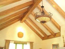 Poutres décoratives de bois teint