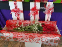 60cm x12, 6 or 1 Red Roses in Gift Box