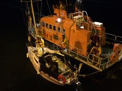 Courtmacsherry RNLI in rescue of single handed sailor off Old Head of Kinsale