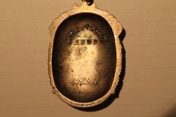 Znak pociota - Garbes zenklas. Kaina 48 Eur.