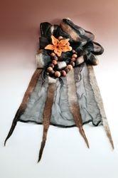 Silkki-villahuivi, huopahelmet ja -koru, Silk-wool scarf, necklace and brooch