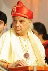 Pandit Jasraj playing Santoor