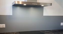 Crédence de cuisine en aluminium laqué gris argent