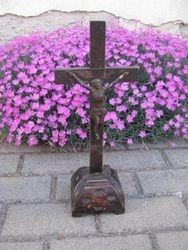 Pastatomas medinis kryzius. Kaina 24 Eur.