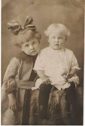 Ila Fay Larsen and her sister  Eva Larsen